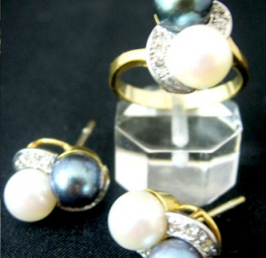 Black and White Pearl Set