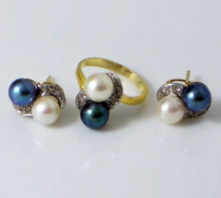 Black and White Pearls Ring and Earrings set