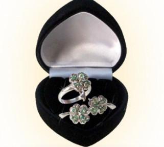 Emerald Clover Design