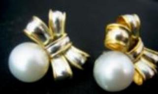 Pearl Ribbon Design Earrings