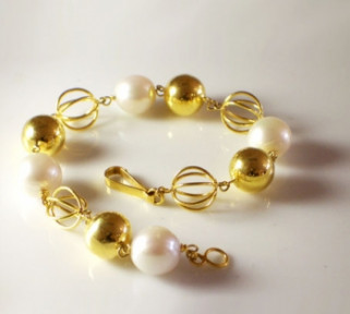 Pearls and Gold Balls Bracelet